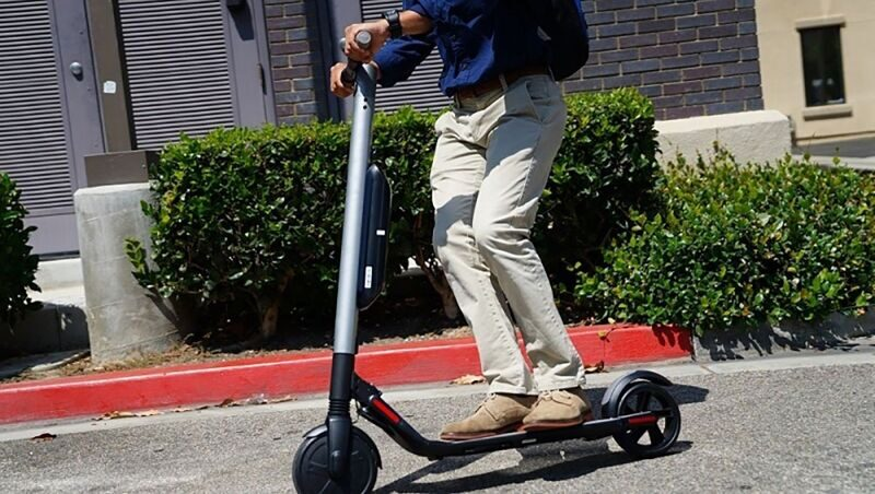 ninebot_by_segway_kick_scooter_es1.jpg